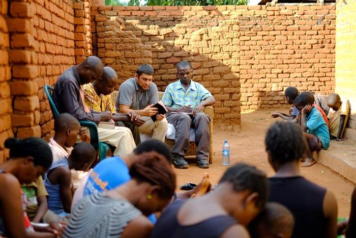 Pastor-Chris-Praying-chinsapo-bible-study